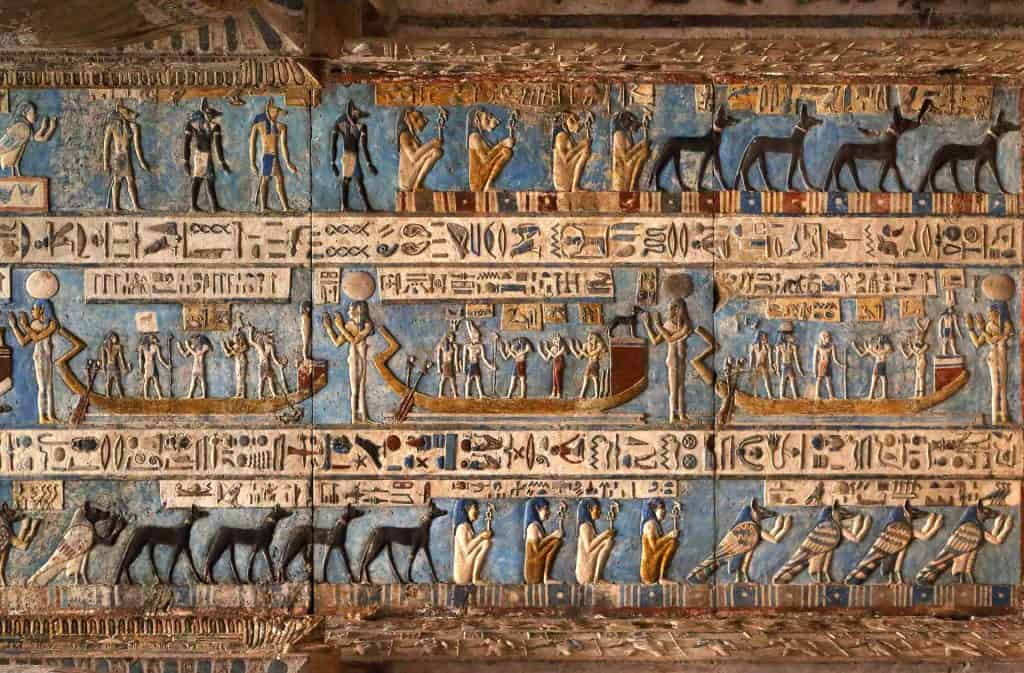 Hieroglyphic-carvings-in-ancient-Egypt-temple